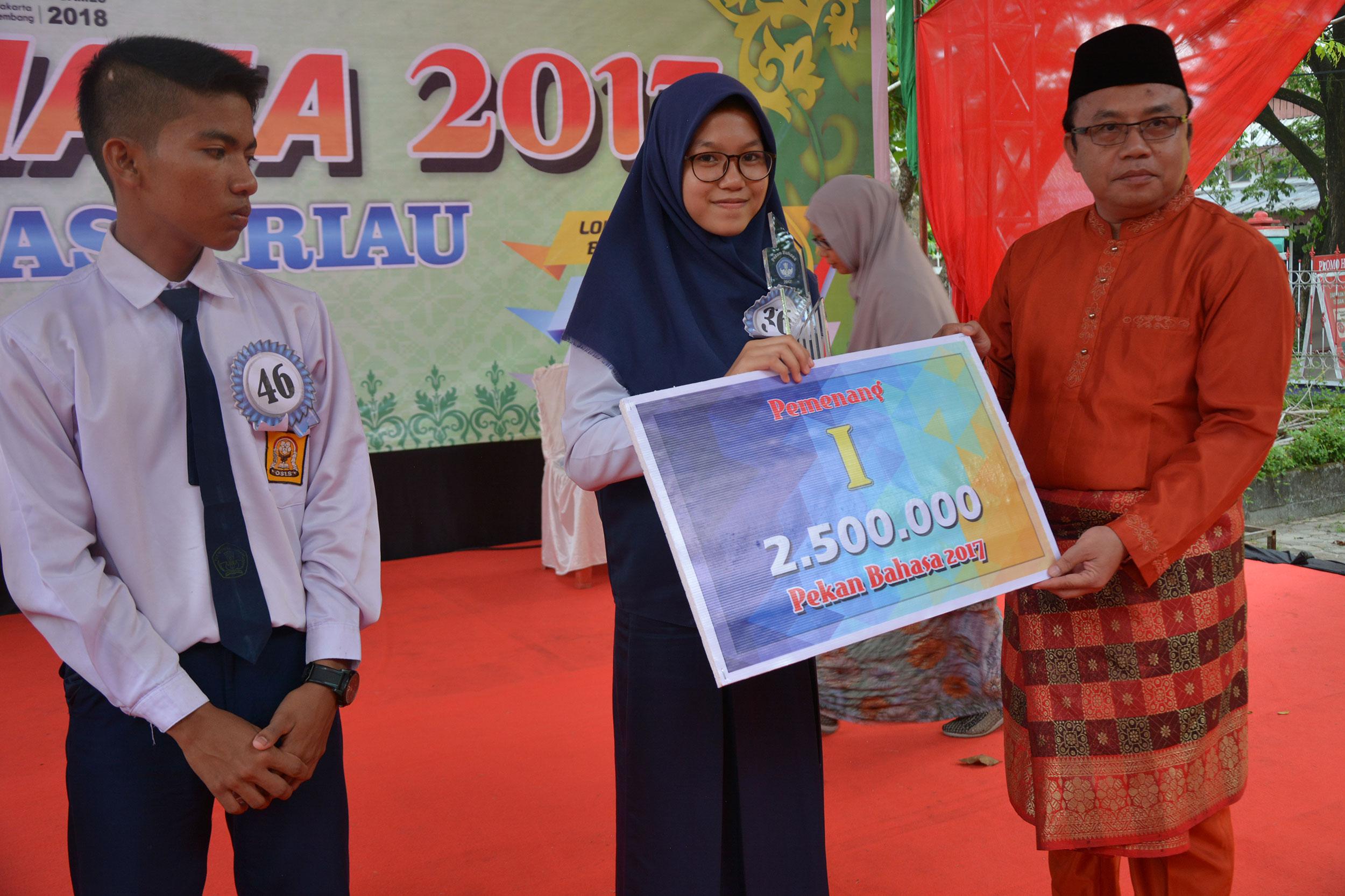 SMPN 1 Pekanbaru Wakili Riau ke Tingkat Regional – Pekan Bahasa 2017