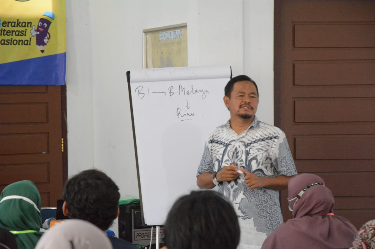 Pemberdayaan Komunitas Literasi Pada Kebahasaan Dan Kesastraan Di Kabupaten Rokan Hulu