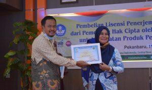 Pembelian Lisensi Penerjemahan Penulis Buku Cerita Rakyat Dialek Melayu Riau-04